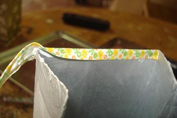 Faça em cima uma acabamento usando viés ou uma tira de papel