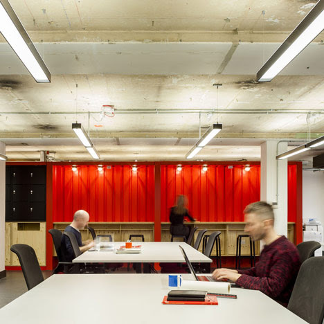 Google UK Campus Hot Desk by Jump Studios