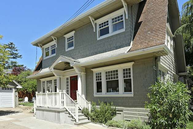 Oakland Dutch Colonial boasts fireplace - SFGate