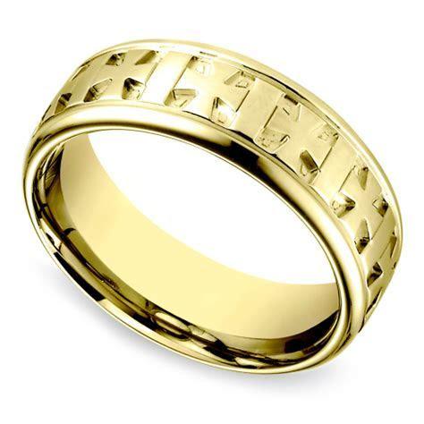 Celtic Cross Men's Wedding Ring in Yellow Gold   Image 01