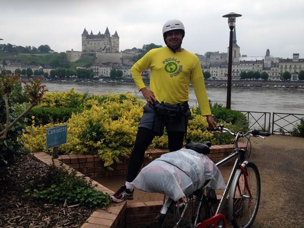 Com alongamentos constantes, Menezes conseguiu pedalar mais de cem quilômetros sem dores. (Foto: Roosevelt de Menezes / Acervo pessoal)