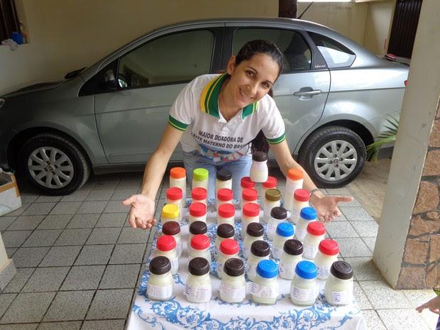 Pernambucana doa mais de 300 litros de leite e quer entrar para o Guinness (Foto:  Ederval Trajano / Acervo pessoal)