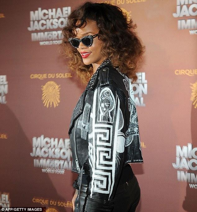 Homenagem: Rihanna usava uma roupa de couro over-the-top que Michael teria certamente amava
