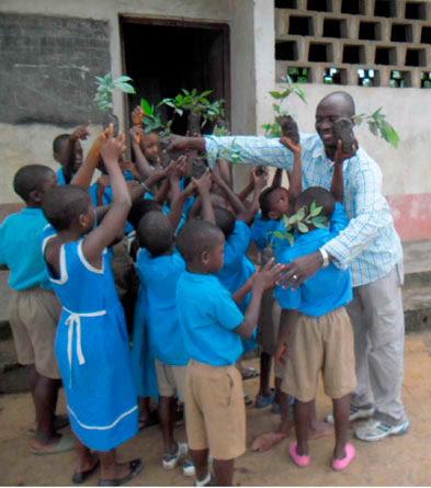 Handing out Inga seedlings to school kids