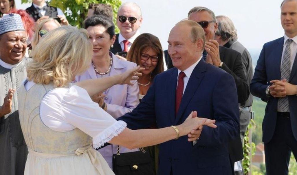 Αποτέλεσμα εικόνας για χορός του Πούτιν με την Αυστριακή ΥΠΕΞ