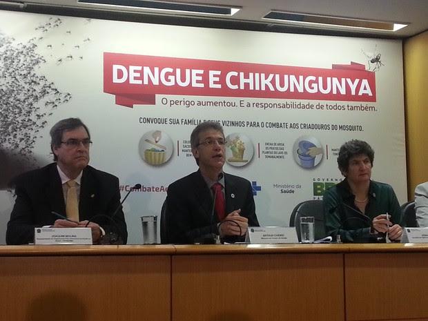 O ministro da Saúde, Arthur Chioro, durante coletiva de imprensa sobre a dengue nesta quinta-feira (12), em Brasília (Foto: Raquel Morais/G1)