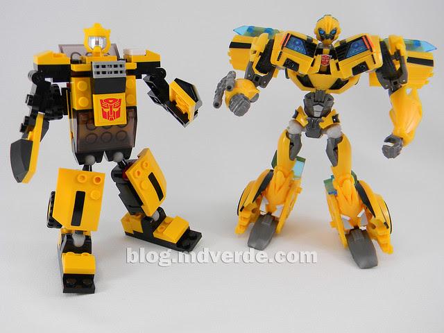 Transformers Bumblebee - Kre-O - modo robot vs TF Prime FE