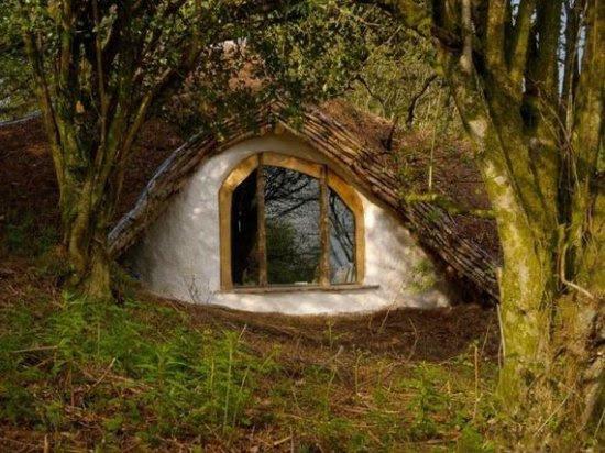 Πως να χτίσεις ένα παραμυθένιο σπίτι μέσα στο δάσος (17pics)