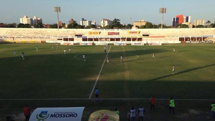 Baraúnas x Assu - Estádio Nogueirão (Foto: Hugo Andrade/Inter TV Costa Branca)