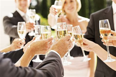 Do not say these 9 things when giving a wedding toast