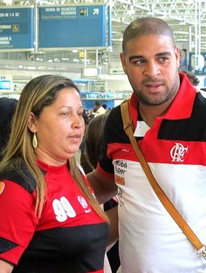 Adriano embarque Flamengo (Foto: Janir Júnior / Globoesporte.com)