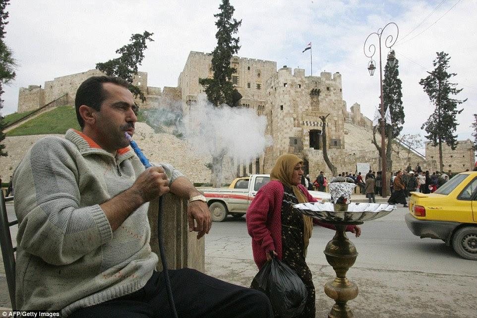 Apenas 10 anos atrás, a mesma fortaleza foi movimentada com turistas e visitantes depois de Aleppo foi nomeado como capital cultural islâmico do mundo árabe