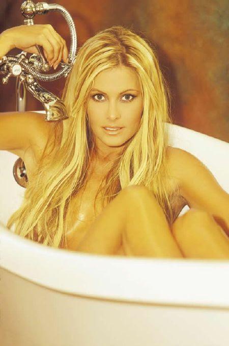 hot Nicole Eggert in bathtub