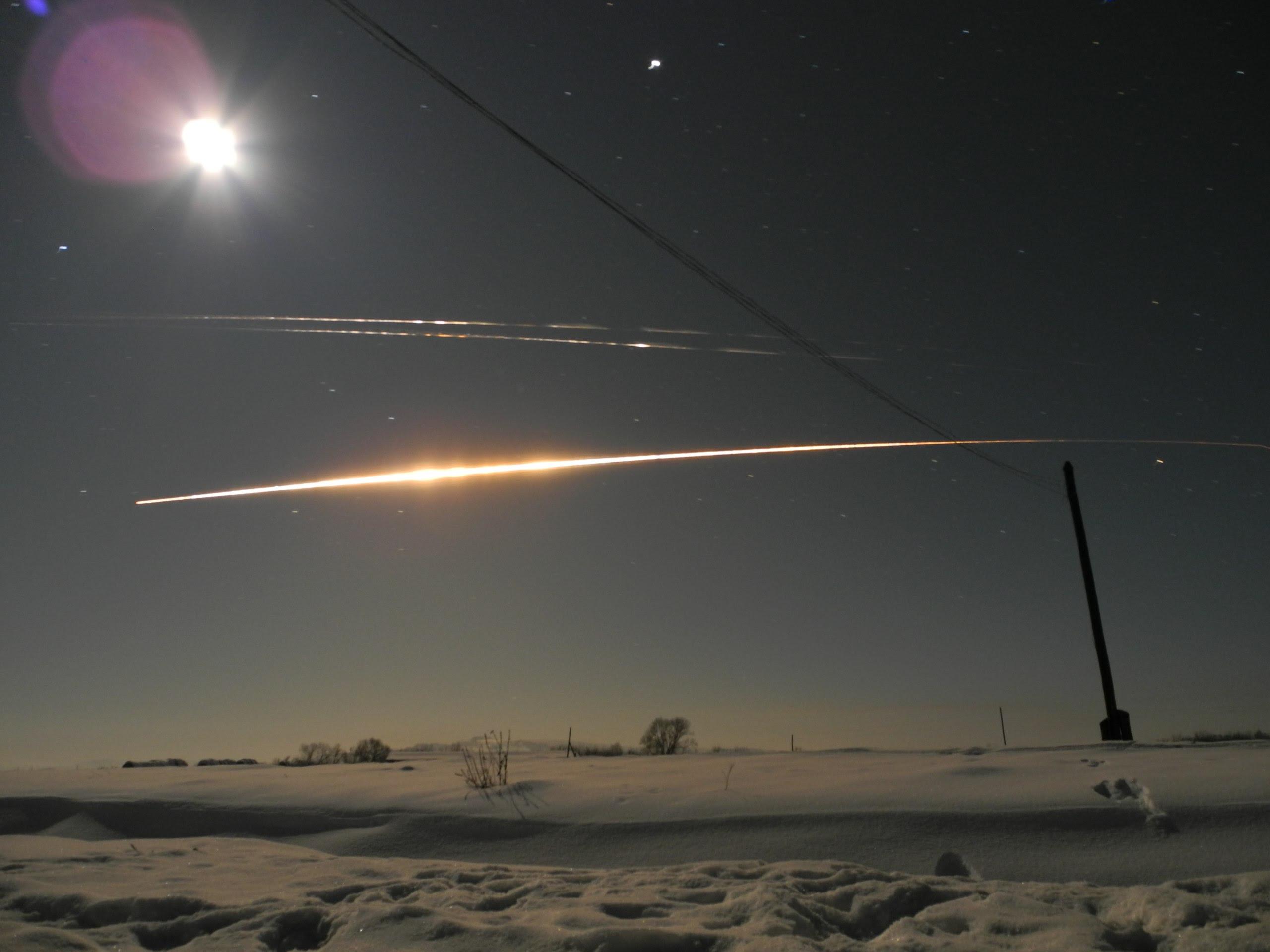 """Quelle est cette étoile jaune mystérieuse dans le ciel de la Russie, mystérieux mouvement russie étoiles, Падение 2-й ступени РН """"Протон-М"""" 30/01/2016, mystérieuse lumière ciel russe le 30 janvier 2016, la combustion de la fusée de deuxième étape """"Proton M """""""