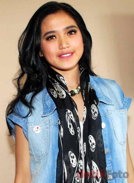 Jessica Iskandar with skull scarf..