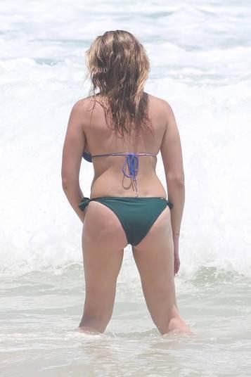 Porém, o atributo preferido das brasileiras — o bumbum — da loira é meio reto