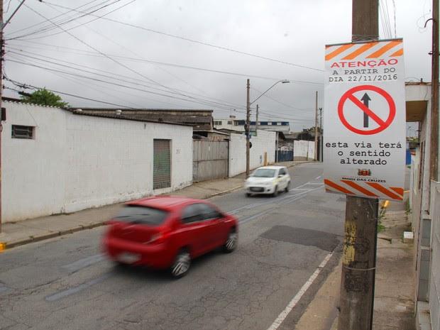 Rua Casarejos, em Mogi das Cruzes, passa a ter mão única nesta terça (Foto: Guilherme Berti/PMMC)