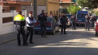 La policia es va presentar a les portes del CDR d'Esplugues de Llobregat