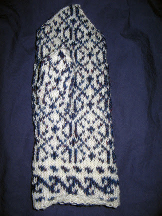 One Anatolian mitten finished