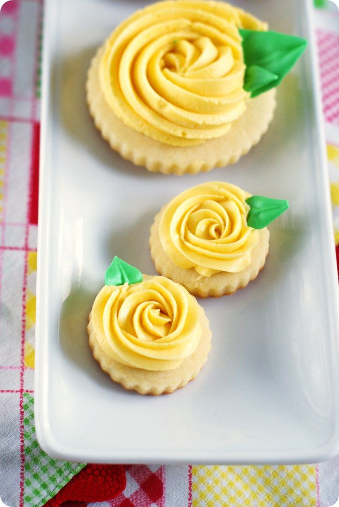 yellow rose (buttercream frosted) cookies ::: bakeat350.blogspot.com