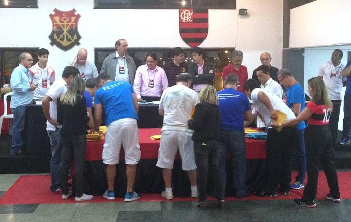 Urnas apuração Flamengo (Foto: Vicente Seda)