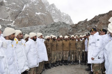 Pakistan Army rescue operation at the world's highest border Siachen