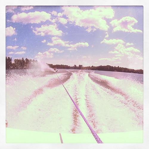 dliff waterskiing