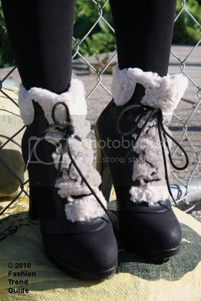 fur trimmed lace-up boots