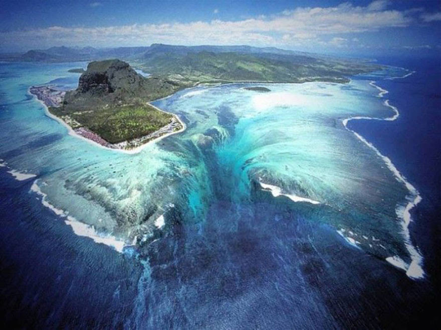 cool-unbelievable-places-Earth-Underwater-Waterfall