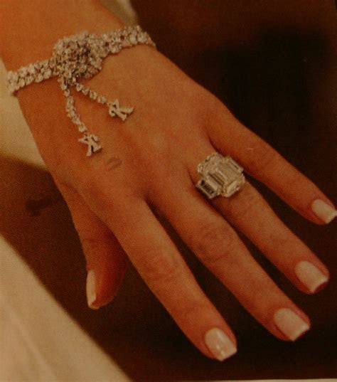 Hollywood Trendy: kim kardashian wedding ring 2011
