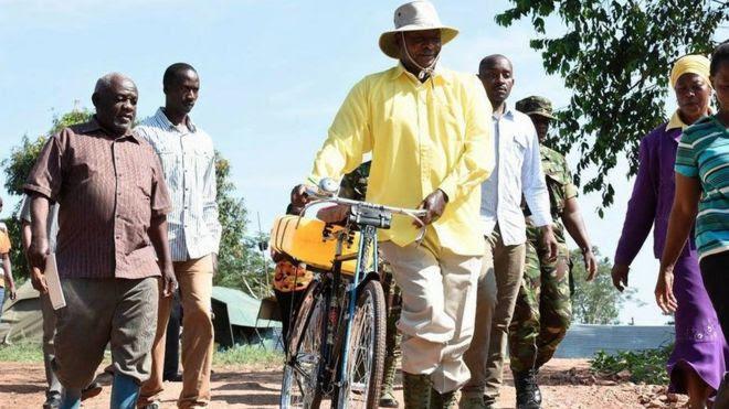 Rais wa Uganda arudi shambani