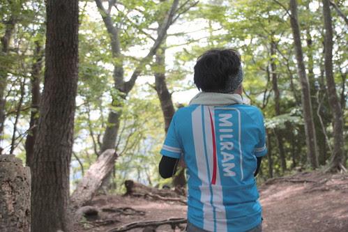 山にMILRAMジャージ