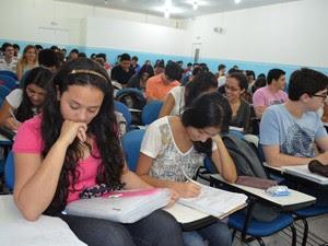 Estudantes se preparam para fazer o Enem (Foto: Valéria Oliveira/ G1)