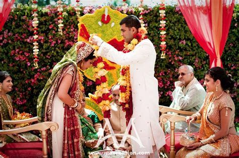 How to perform a Traditional Hindu Wedding?   Happy