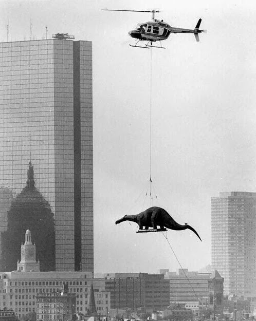 historicaltimes:  A dinosaur being delivered to the Boston Museum of Science, 1984
