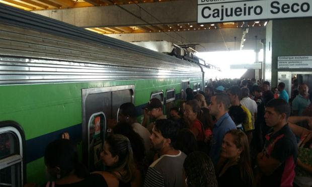 Passageiros reclamaram do atraso nas viagens / Foto: Dinaldo Neto via ComuniQ