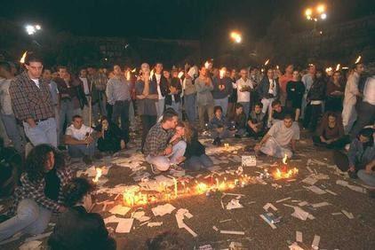 Teenagers mourn Yithak Rabin