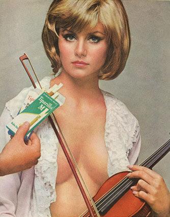 Um Tiparillo mentolado conquista a bela violonista