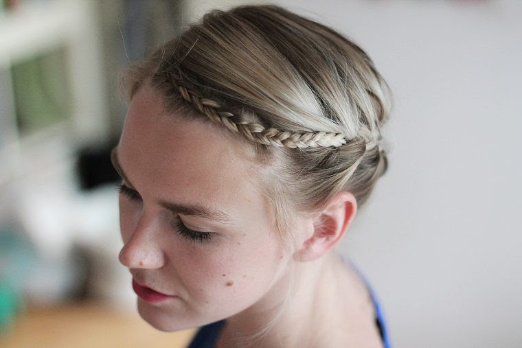 Kurze Haare Dirndl Frisur Haarschnitte Beliebt In Europa