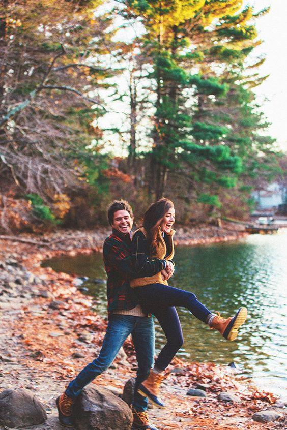 Spaß haben, zu Fuß entlang der Küste ein Wald am See und bekomme tolle Fotos