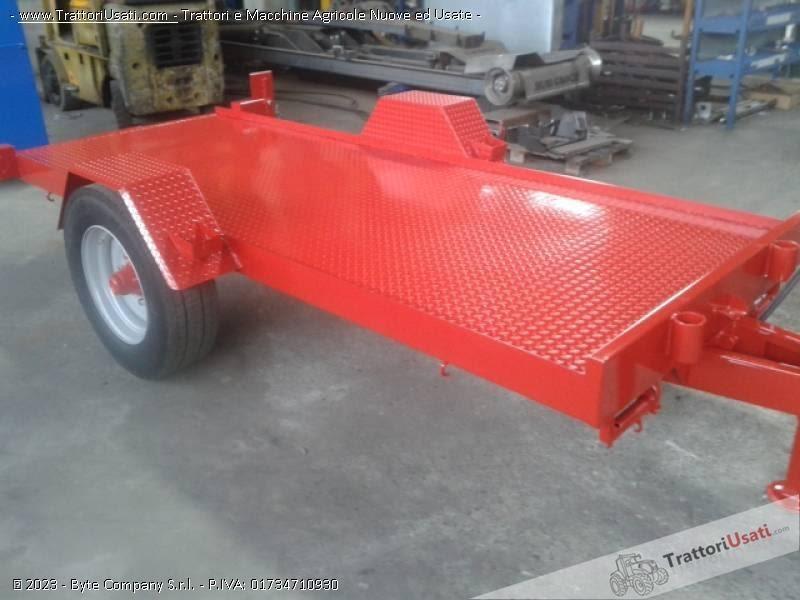 Trattori agricoli usati macchine rimorchio portacingoli for Capriotti rimorchi agricoli