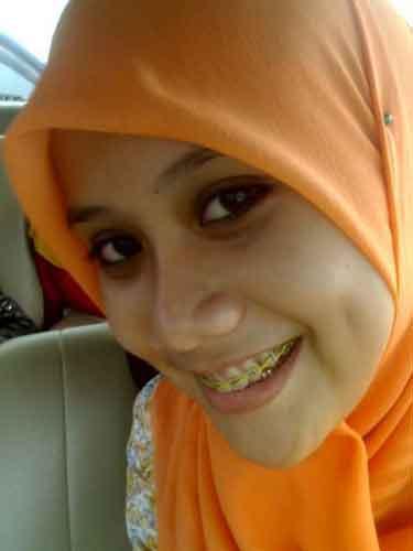 http://jilbablovers.files.wordpress.com/2010/12/hijab-arabic-girl-cute-melayu-boleh-lesung-pipi-jilbab-kerudung-tudung.jpg