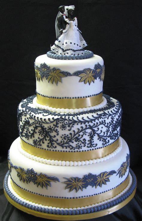 Three ? Tier Wedding Cake: Floral Design   Cake Studio