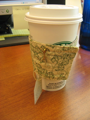 coffee sleeve 1 in use