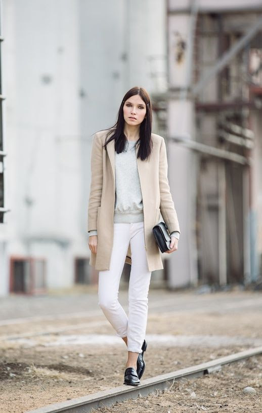 LE FASHION BLOG NEUTRALS AND WHITE ANIA B BLOGGER STYLE TAN BEIGE MINIMAL COAT GREY GRAY HM ISABEL MARANT CHIC SWEATSHIRT RELAXED SKINNY CUFFED WHITE JEANS ALEXANDER WANG BLACK FLATS PATENT LOAFERS LEATHER BOX CLUTCH photo LEFASHIONBLOGNEUTRALSANDWHITEANIAB.jpg