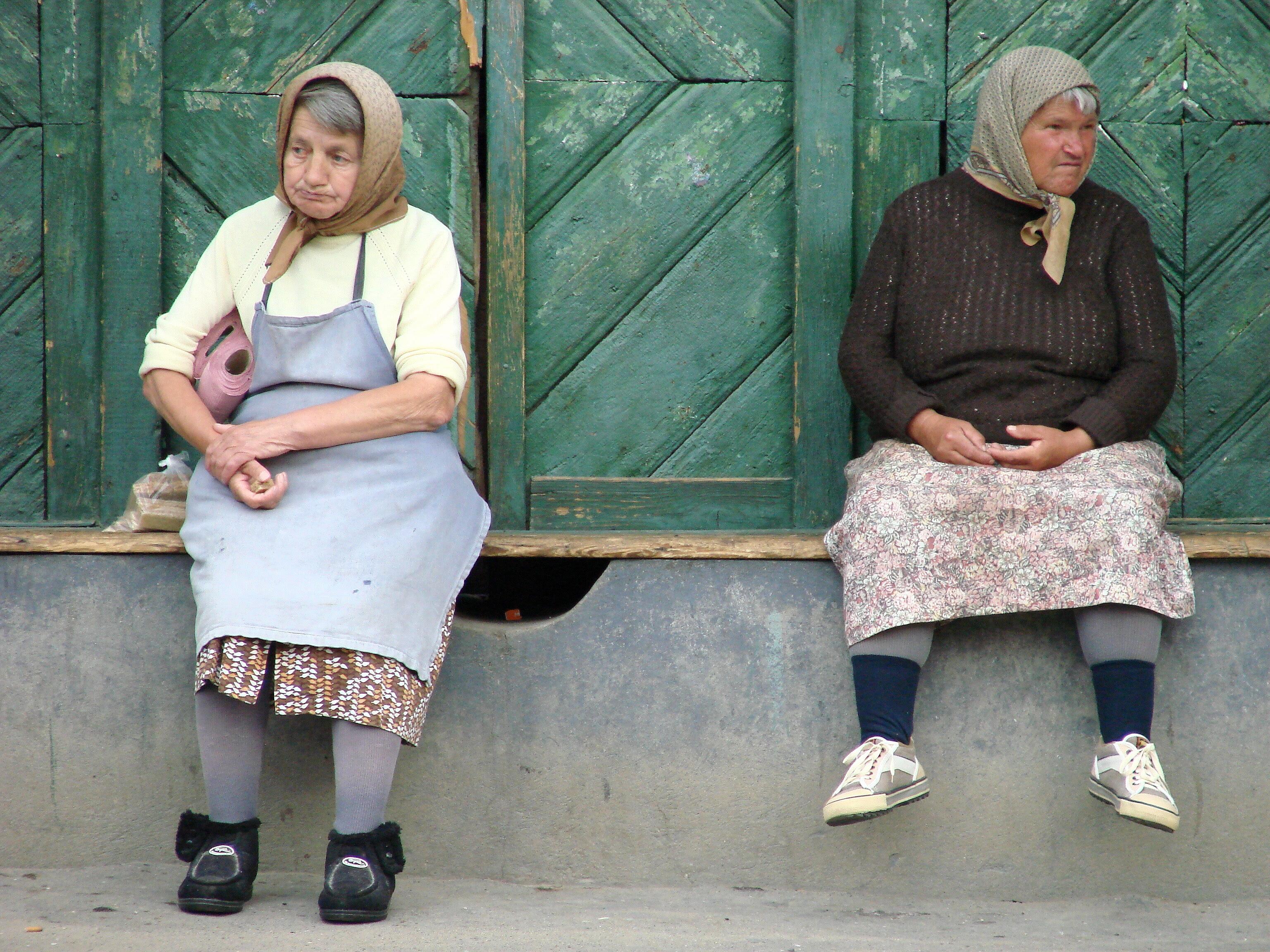 http://upload.wikimedia.org/wikipedia/commons/3/3b/Old_Women_-_Biertan_-_Romania.jpg