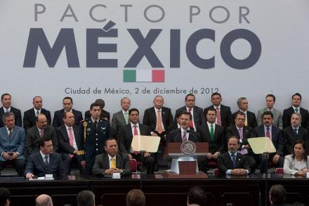 La firma del Pacto por México en diciembre de 2012. Foto: Octavio Gómez