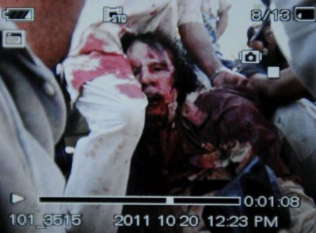 Foto tirada com celular mostraria Kadhafi ferido. (Foto: AFP)