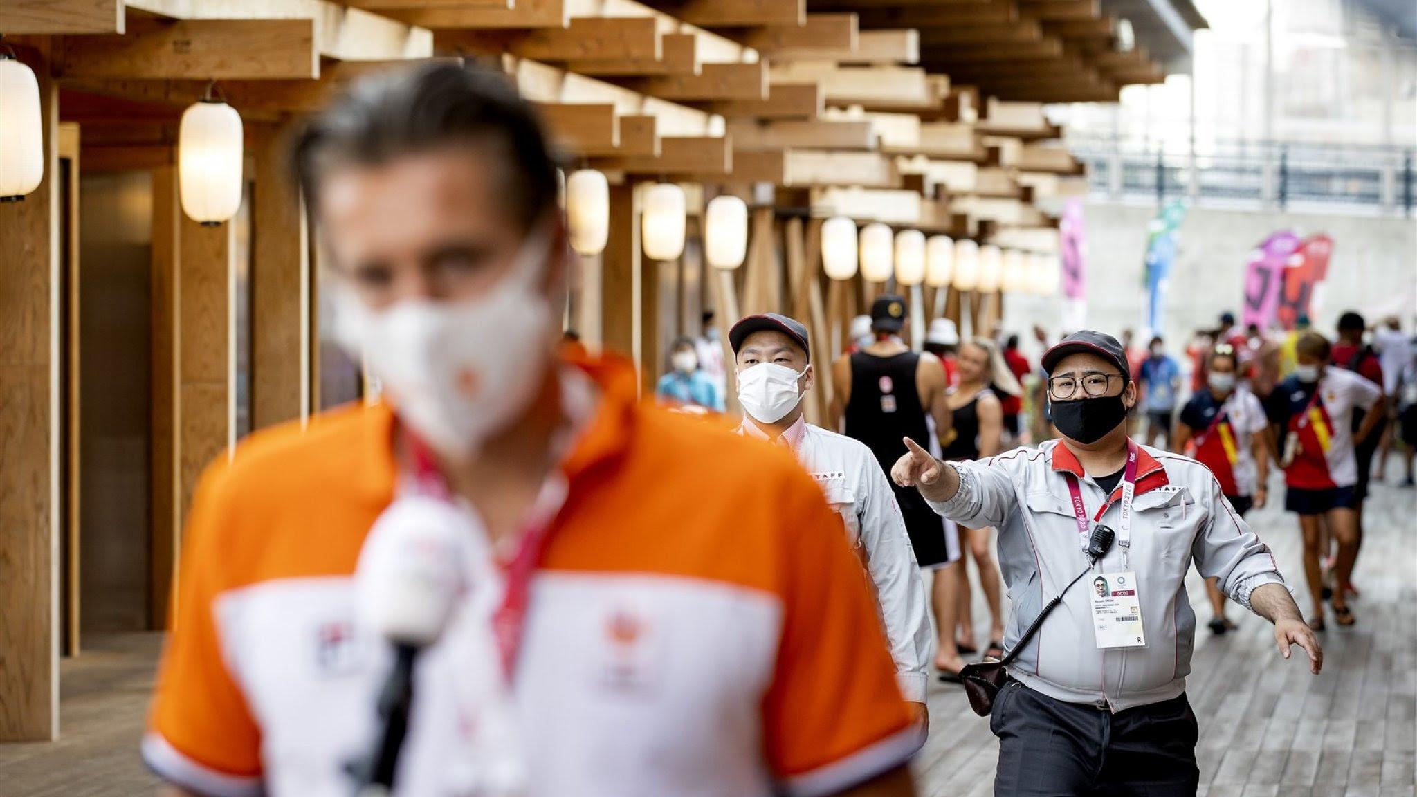 Coronagevallen olympische sportploeg zaten in zelfde vliegtuig
