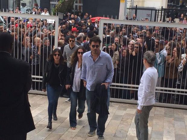 O ator Thiago Lacerda chega ao velório de Montagner (Foto: Gabriela Gonçalves/G1)